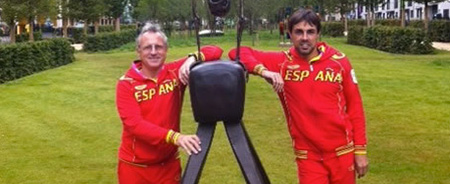 Image of Xavi and Miguel Angel with a statue of the town London 2012